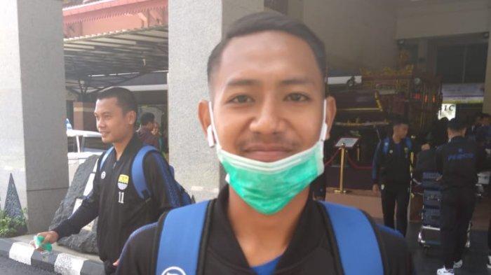 Gelandang Muda Persib Bandung Ganti Tradisi Mudik Lebaran dengan Silaturahmi Video Call